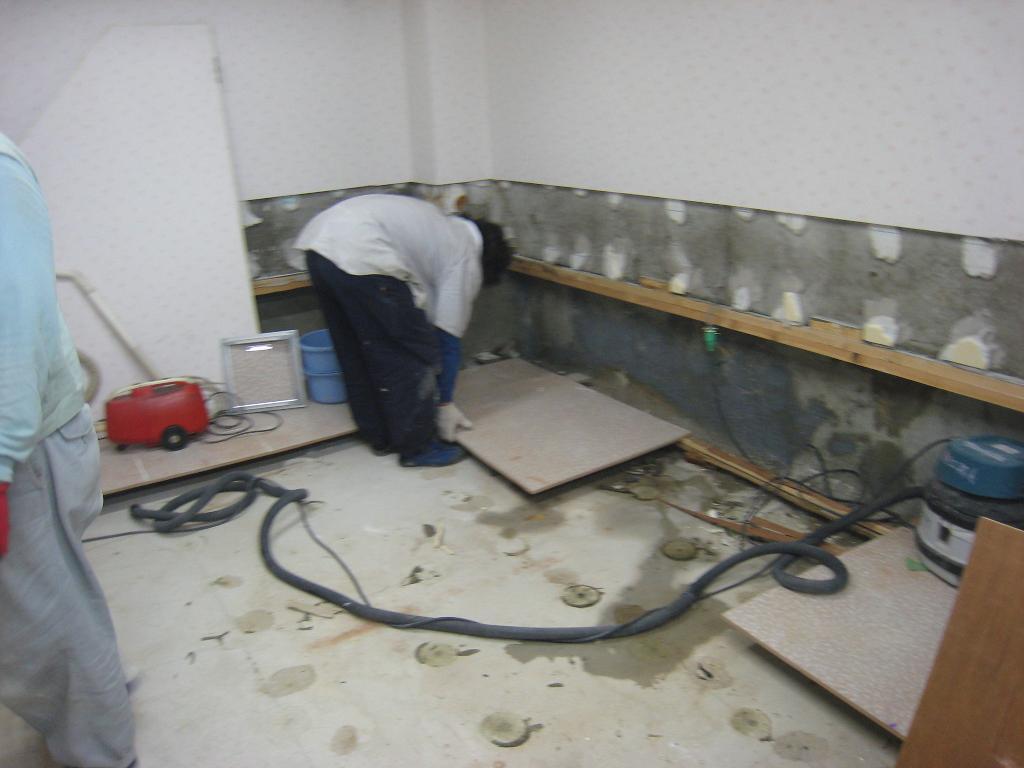 地下室の水漏れ_f0205367_18274498.jpg