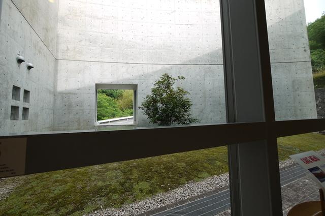 安藤忠雄氏設計 近つ飛鳥博物館_e0214805_6521455.jpg