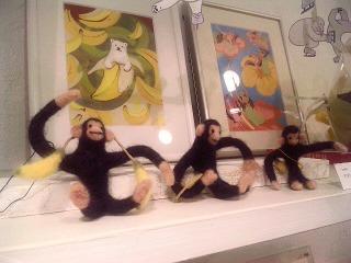 シロクマをモチーフにしたフェルト・アートの作品展で、キューバ音楽がかかっています。_a0103940_038543.jpg