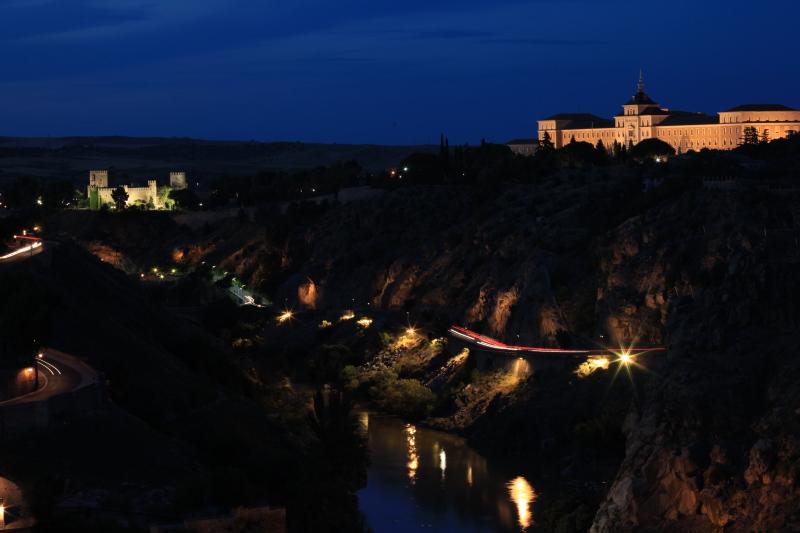世界遺産の街 トレドの夜景_c0187779_1594467.jpg
