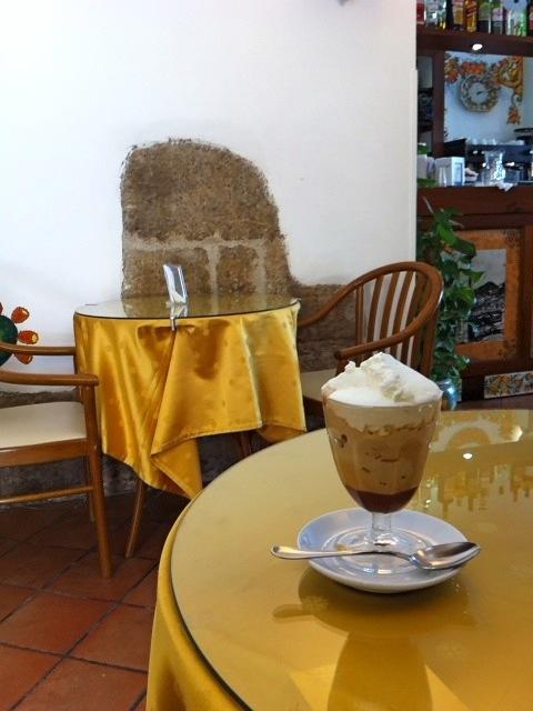 早めの夏休み!イタリア(主にシチリア)旅(3)〜タオルミーナその2(食べ物編)_b0166144_1225194.jpg