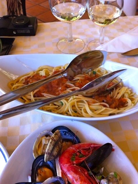 早めの夏休み!イタリア(主にシチリア)旅(3)〜タオルミーナその2(食べ物編)_b0166144_1230564.jpg