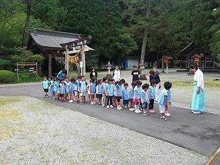 幼稚園児が茅の輪くぐりを体験しました_b0123970_23455615.jpg