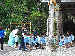 幼稚園児が茅の輪くぐりを体験しました_b0123970_2346181.jpg