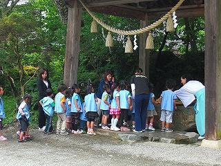 幼稚園児が茅の輪くぐりを体験しました_b0123970_2346822.jpg