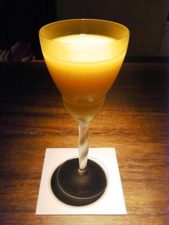 バカラで埋め尽くされた「B bar Umeda」_a0138976_21452760.jpg