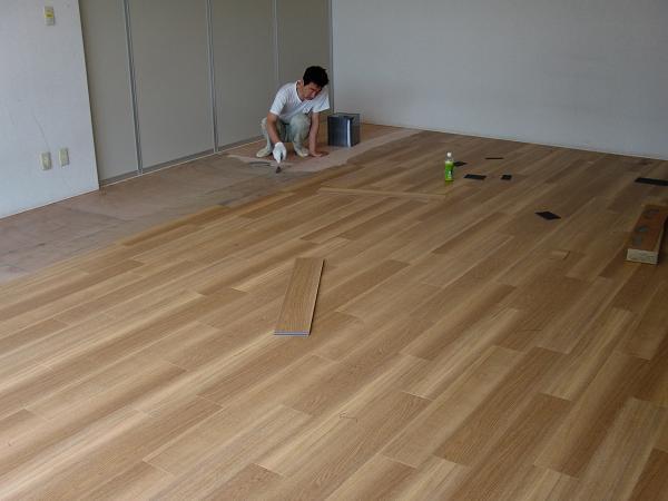 養護施設の床工事 ~ フロアタイル張り完成です。_d0165368_5255353.jpg
