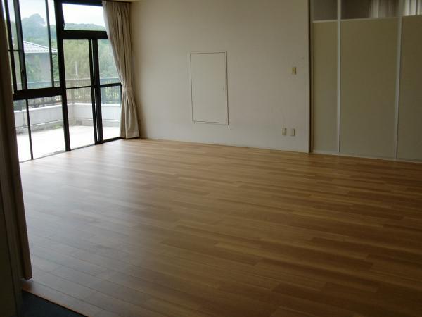 養護施設の床工事 ~ フロアタイル張り完成です。_d0165368_5262830.jpg