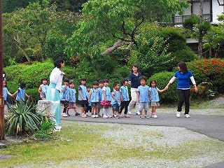 幼稚園児が茅の輪くぐりを体験しました_b0123970_085318.jpg