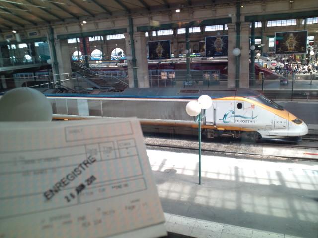 Parisから次の目的地Londonへ向かいます。…GARE DU NORD駅でチェックイン、出国手続き。5歩で今度はUK入国ナウ(^_^;) ▼_b0032617_22115744.jpg