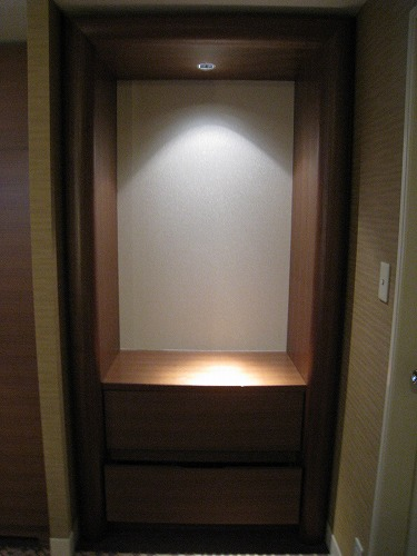 5月 ホテルオークラ福岡 コーナーデラックス クローゼットとミニバー  _a0055835_17134910.jpg