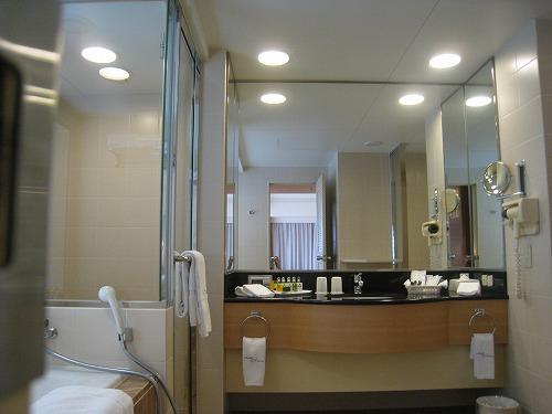 5月 ホテルオークラ福岡 コーナーデラックス バスルームと貸出品_a0055835_14125596.jpg