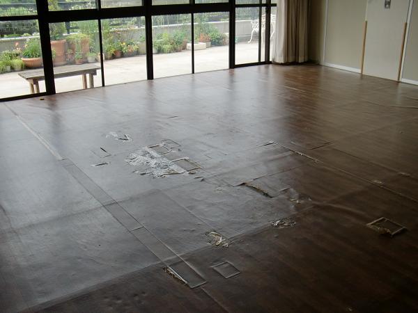 養護施設の床工事 ~ 2部屋目の工事。_d0165368_5272111.jpg
