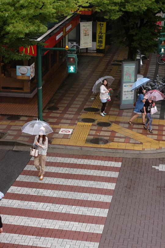 傘の華もまたいいね_e0082981_22262611.jpg