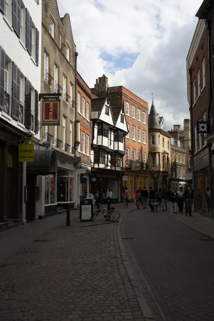 ケンブリッジ 800年の歴史をもつ世界最高峰の大学街_f0083294_5174330.jpg