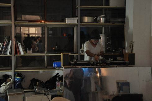 2011.6.25 アルパカ食堂 vol.3 〜古本とガレットの夜2〜_a0184716_1462692.jpg