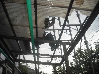 土壁剥落と屋根工事と・・・_f0031037_2014716.jpg