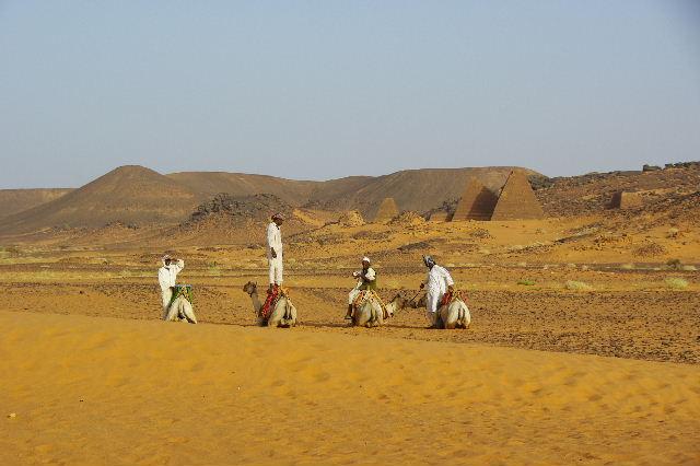 メロエ遺跡のピラミッド群(1) メロエ王国中期の南ピラミッド群_c0011649_10523645.jpg
