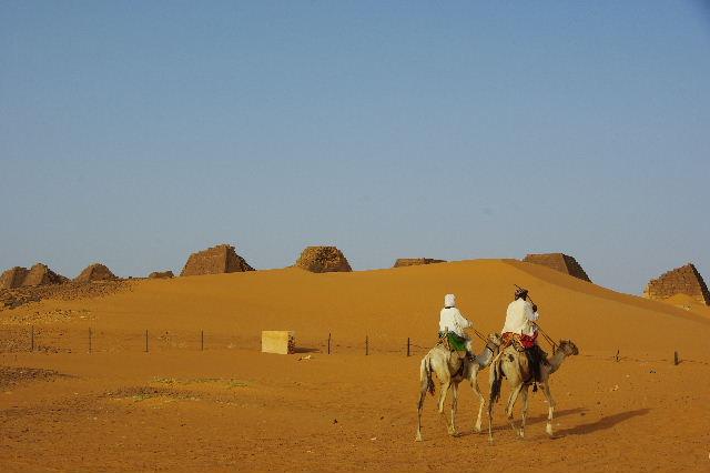 メロエ遺跡のピラミッド群(1) メロエ王国中期の南ピラミッド群_c0011649_10525890.jpg