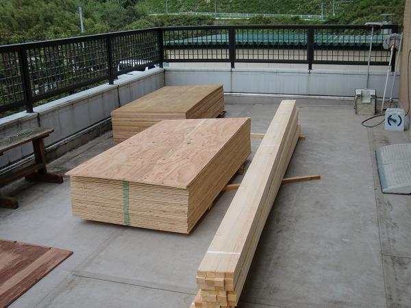 養護施設の床工事 ~ クレーンで材料上げ。_d0165368_615342.jpg