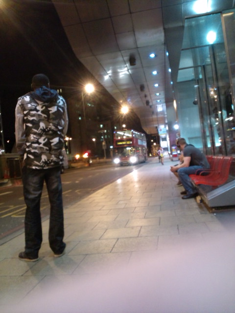 Now 02:00 from VAUXHALL sta. waitin\'my bus, back to my friend\'s home of Battersea at Queenstown str._b0032617_10174967.jpg