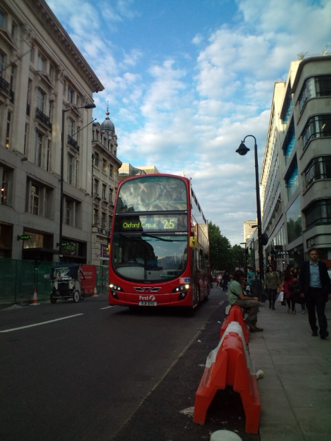 Londonは夜8時OXFORD STREETなう。まだこんなに明るい。これからブラジル人たちと夕食へ。_b0032617_3591489.jpg