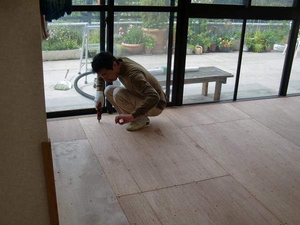 養護施設の床工事 ~ 臭いでご迷惑をお掛けいたしました。_d0165368_5261149.jpg