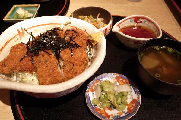 『魚家』さん:ブリカツ丼_a0083760_02762.jpg