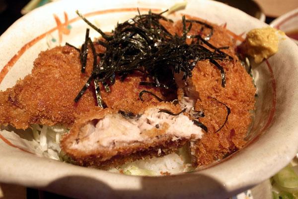 『魚家』さん:ブリカツ丼_a0083760_06568.jpg