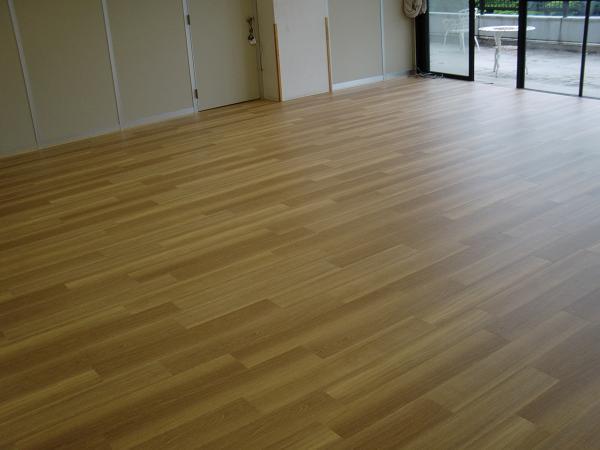 養護施設の床工事 ~ 3部屋目も完成。_d0165368_5444528.jpg