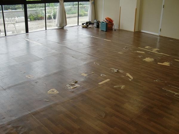 養護施設の床工事 ~ 3部屋目も完成。_d0165368_5451569.jpg