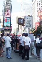 ニューヨークの街角で見かけた中国の民主化を支援する方々_b0007805_122189.jpg