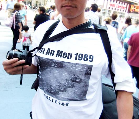 ニューヨークの街角で見かけた中国の民主化を支援する方々_b0007805_122231.jpg