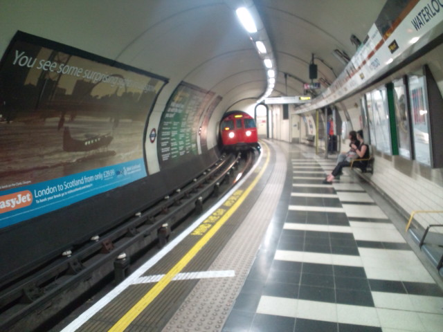 最高の日曜日♪ヾ(^▽^)ノfrom WATERLOO LONDON  今日も終電だよ〜って…帰れるかな?(^_^;)_b0032617_9381659.jpg