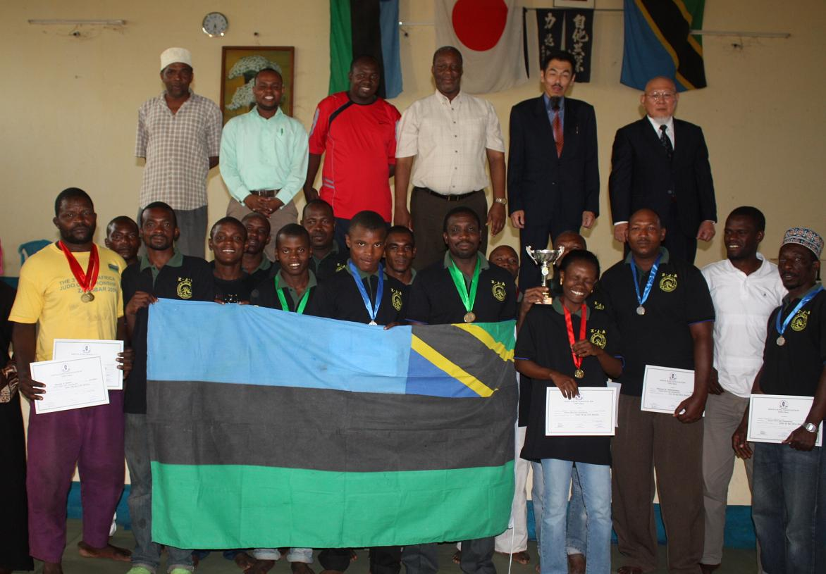 The Awarding Ceremony for Medals of East Africa Judo Championship 2010~メダル授与式_a0088841_1044580.jpg