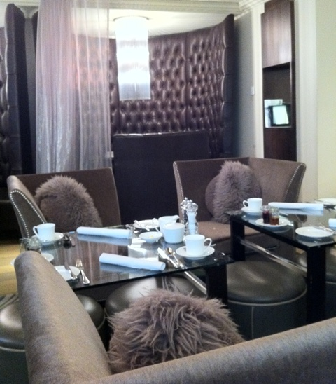 Londonスモールホテル新旧対決!_f0083294_1251757.jpg