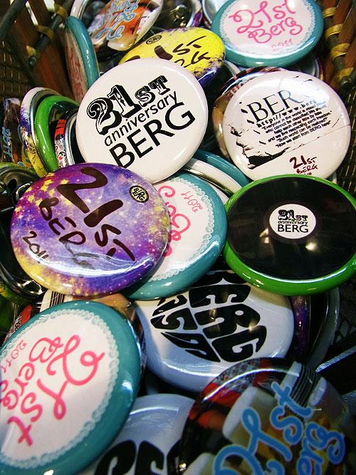 21周年記念缶バッジおかげさまで売れてます♪第一弾のリストはこちら♪_c0069047_23393280.jpg