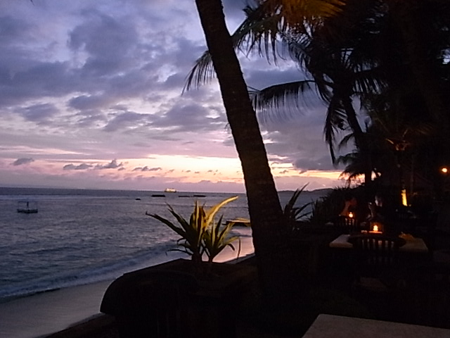 Candi Beach Cottages 夕焼け空_e0141982_18411043.jpg