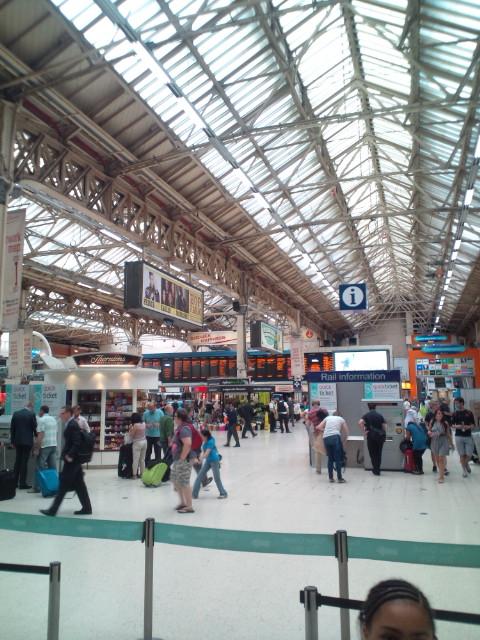 大英博物館、Londonを出て、南の海辺街Brightonへ。そして今からまたLondonに戻ってLIVE出演(^-^)v♪♪♪_b0032617_4214288.jpg