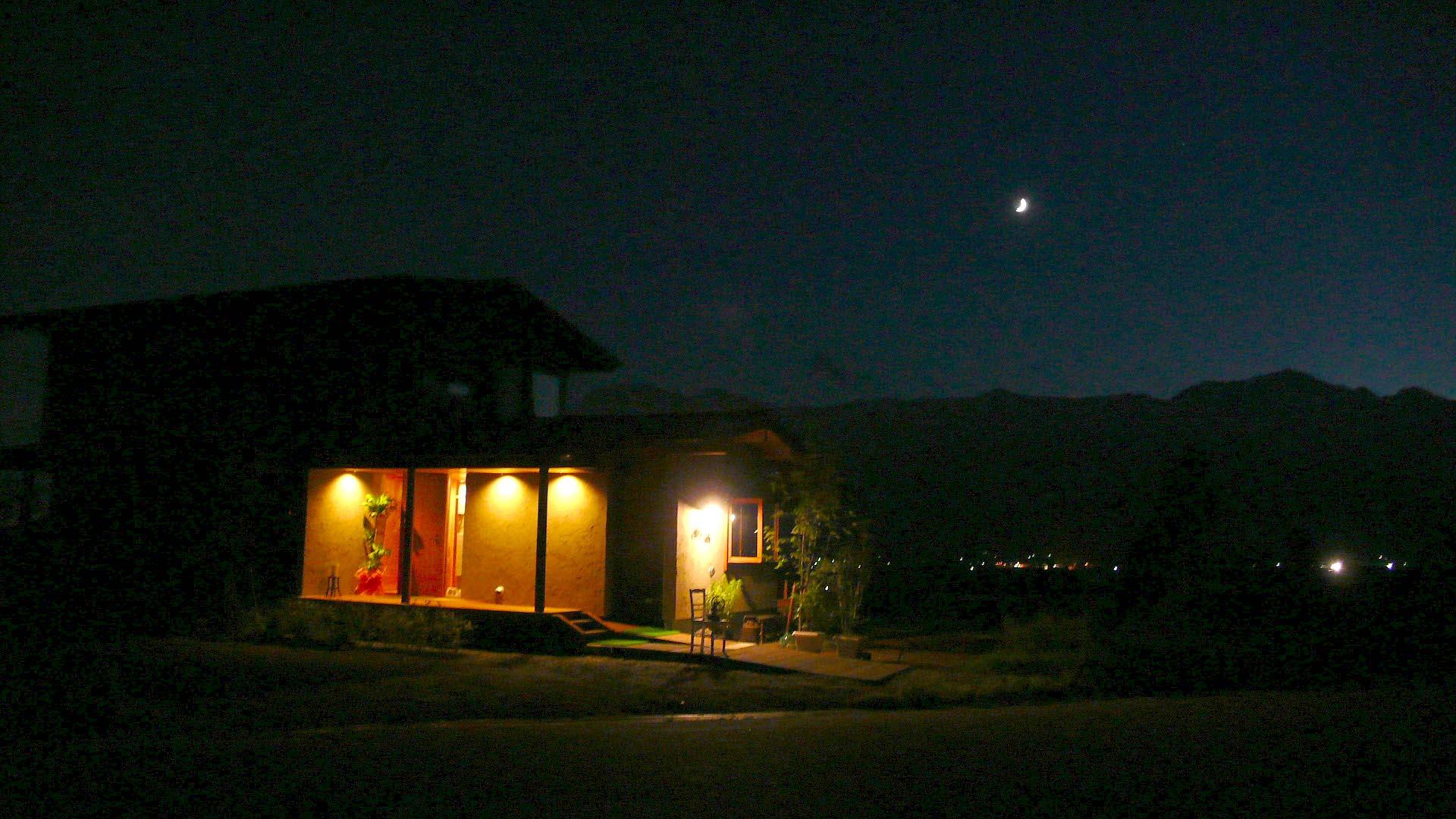 安曇野の夕暮れに4日月_a0212730_5291885.jpg