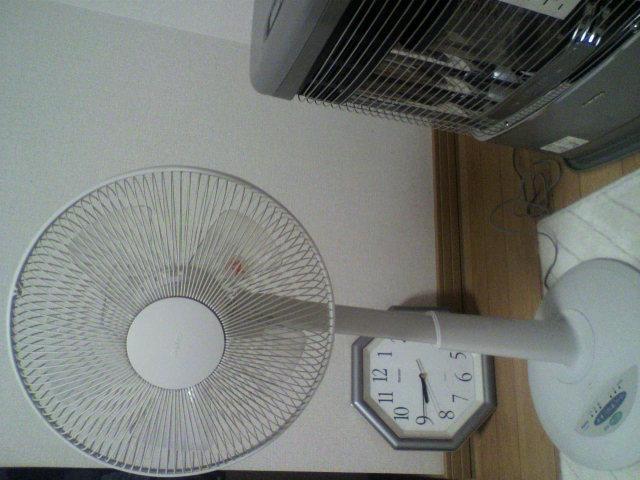 扇風機とストーブ_b0106766_2246357.jpg