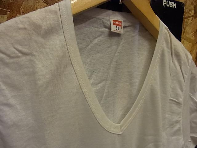 7/9(土)入荷商品!70'S デッドストック バインダーネック HANES Vネック Tシャツ!_c0144020_15195568.jpg