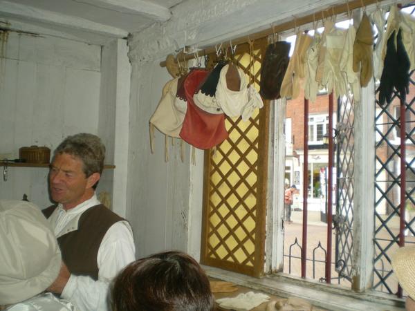 7月9日(土)イギリス旅行④ウィンチクム村~シェイクスピアの生家へ_f0060461_22244321.jpg