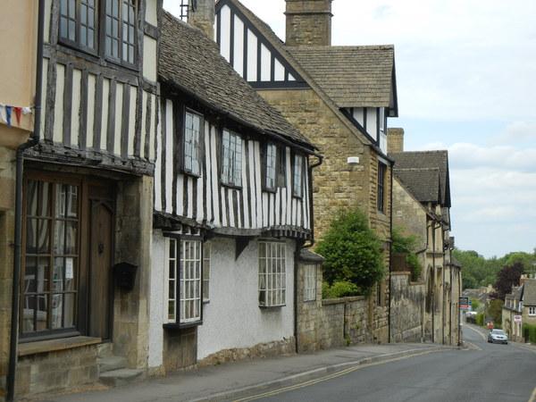 7月9日(土)イギリス旅行④ウィンチクム村~シェイクスピアの生家へ_f0060461_223727100.jpg