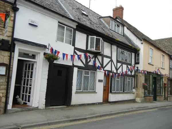 7月9日(土)イギリス旅行④ウィンチクム村~シェイクスピアの生家へ_f0060461_22376100.jpg