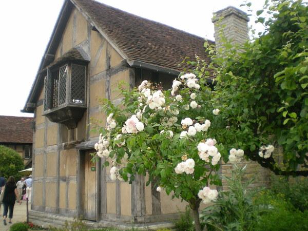7月9日(土)イギリス旅行④ウィンチクム村~シェイクスピアの生家へ_f0060461_1071131.jpg