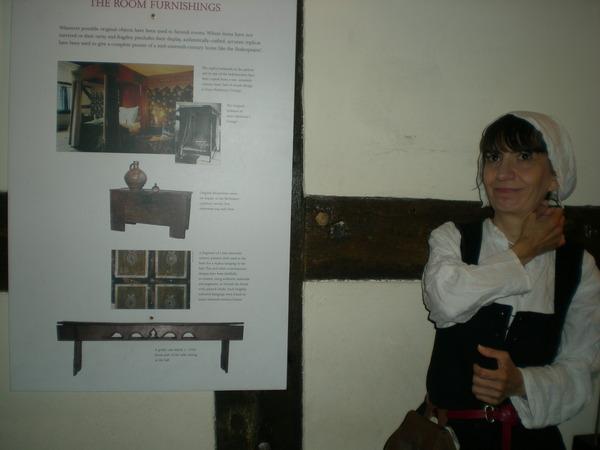 7月9日(土)イギリス旅行④ウィンチクム村~シェイクスピアの生家へ_f0060461_843139.jpg