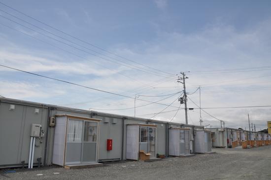 狭すぎる仮設住宅~3.11から4ヵ月_e0171573_22253121.jpg