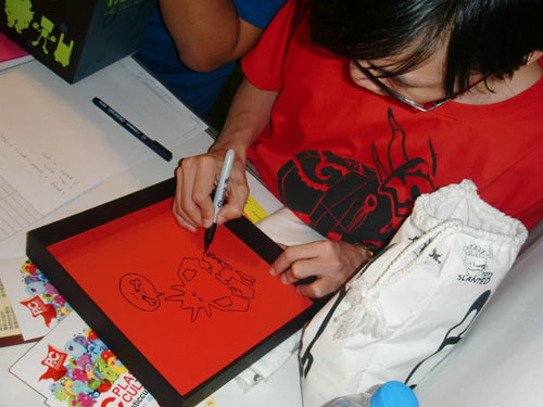 TTF 2011現地リポート-4/Plastic Cultureのアーティストとモチャたち。_a0077842_8491930.jpg