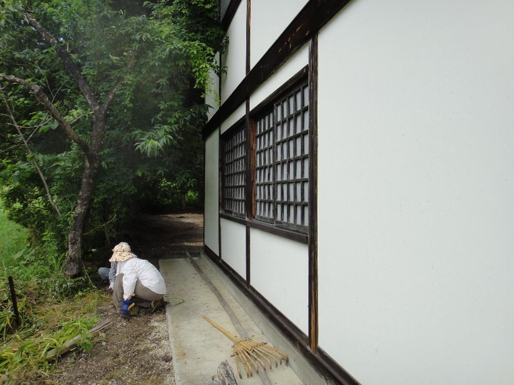 顕功神社清掃_c0111229_1902381.jpg